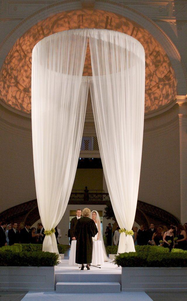 ► Cortinas enormes en el altar de la boda. #detallesdeboda ...