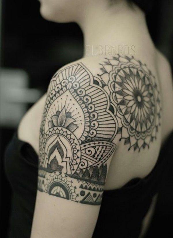 Tatuagem no Ombro | Mandala em Pontilhismo