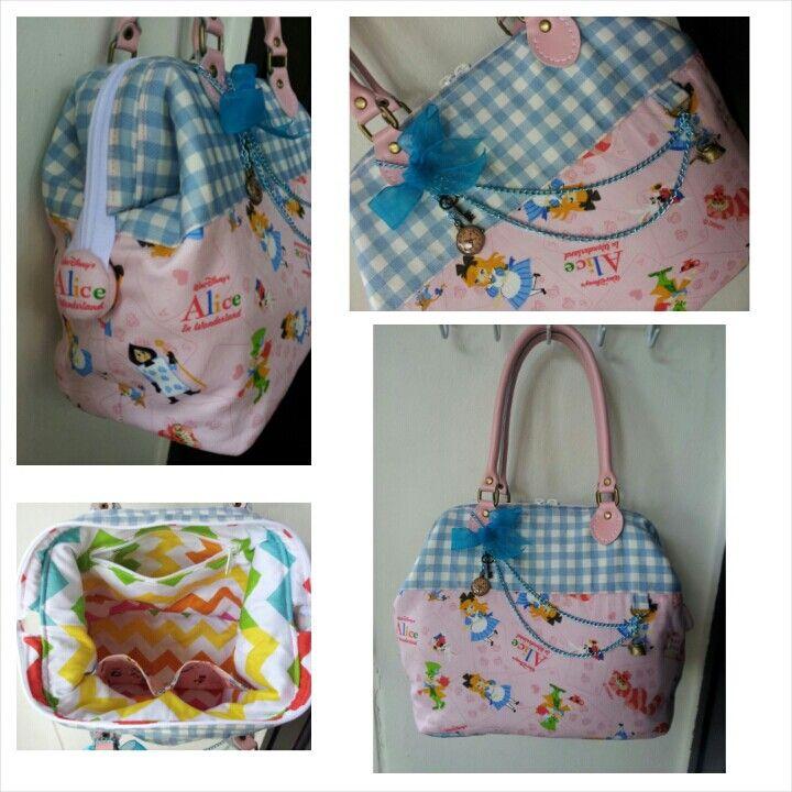 Alice in the Wonderland Doctor Frame Bag