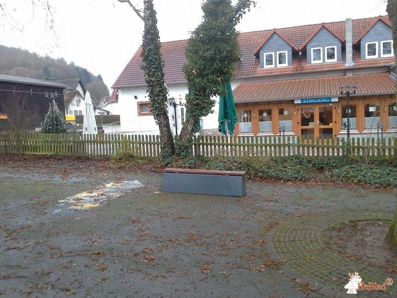 Betonbank DeLuxe Antraciet bij Grundschule Amönau in Wetter-Amönau