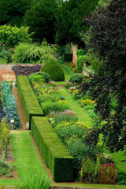 Borders At Upton House Gardens, Warwickshire By Jayembee69