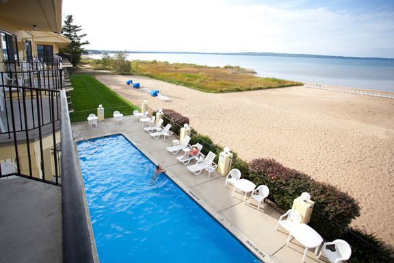 Pointes North Beachfront Resort In Traverse City Mi Hotels And Resorts Traverse City Beachfront