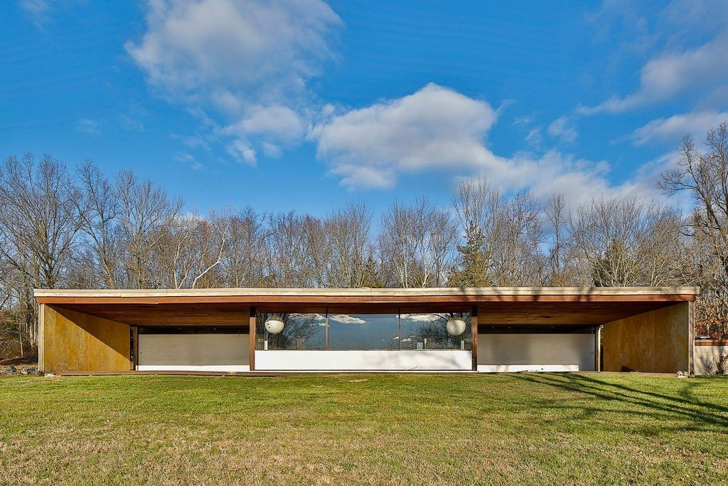 Save A Groovy Midcentury Style New Jersey Home For 885k Modern Homes For Sale Mid Century House Architecture House