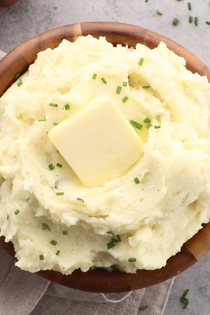 Heavenly Sour Cream And Chives Whipped Potatoes Mighty Mrs Video Recipe Video In 2020 Whipped Potatoes Sour Cream Mashed Potatoes Sour Cream Potatoes