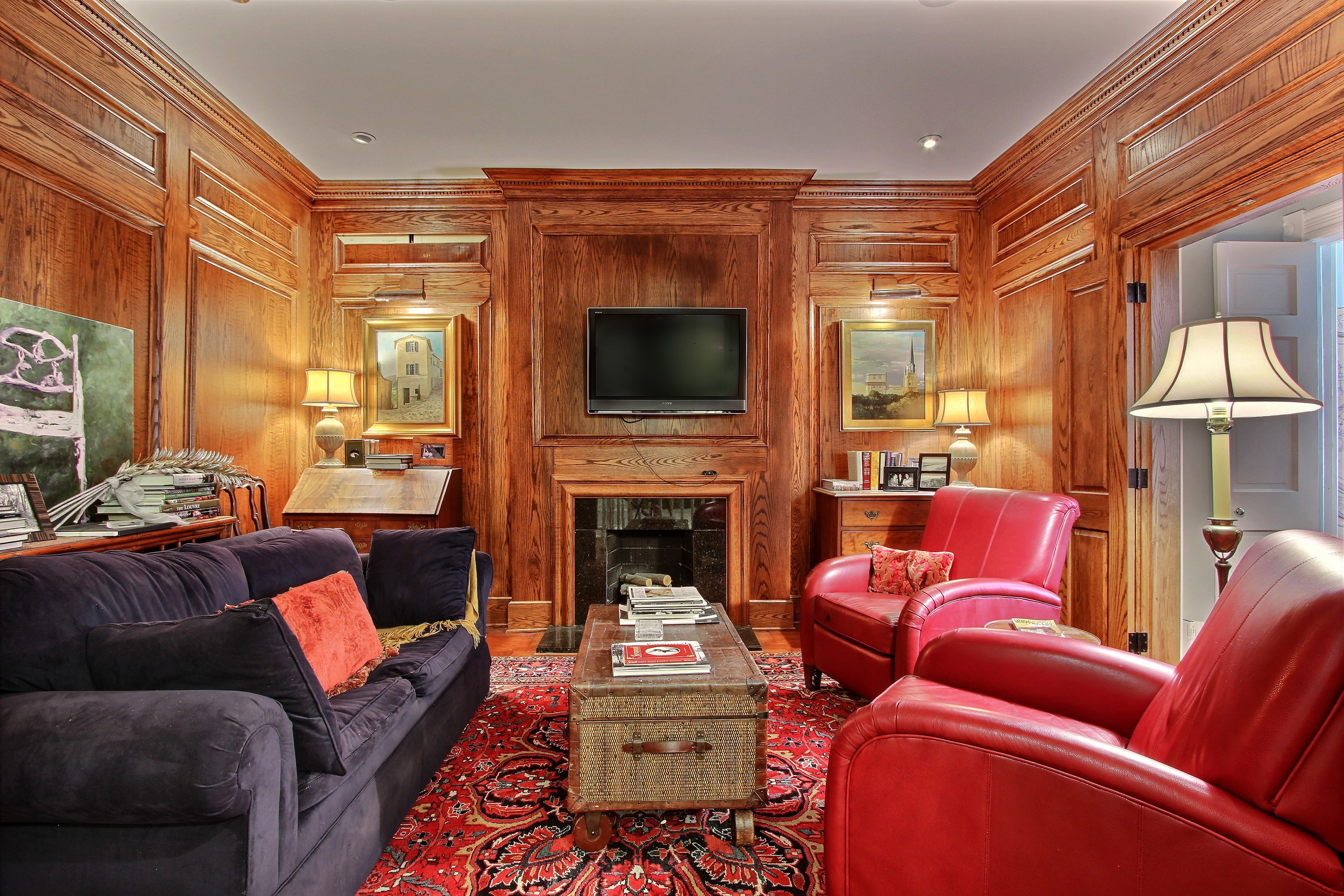 Luxurious Study located in the heart of The Historic District