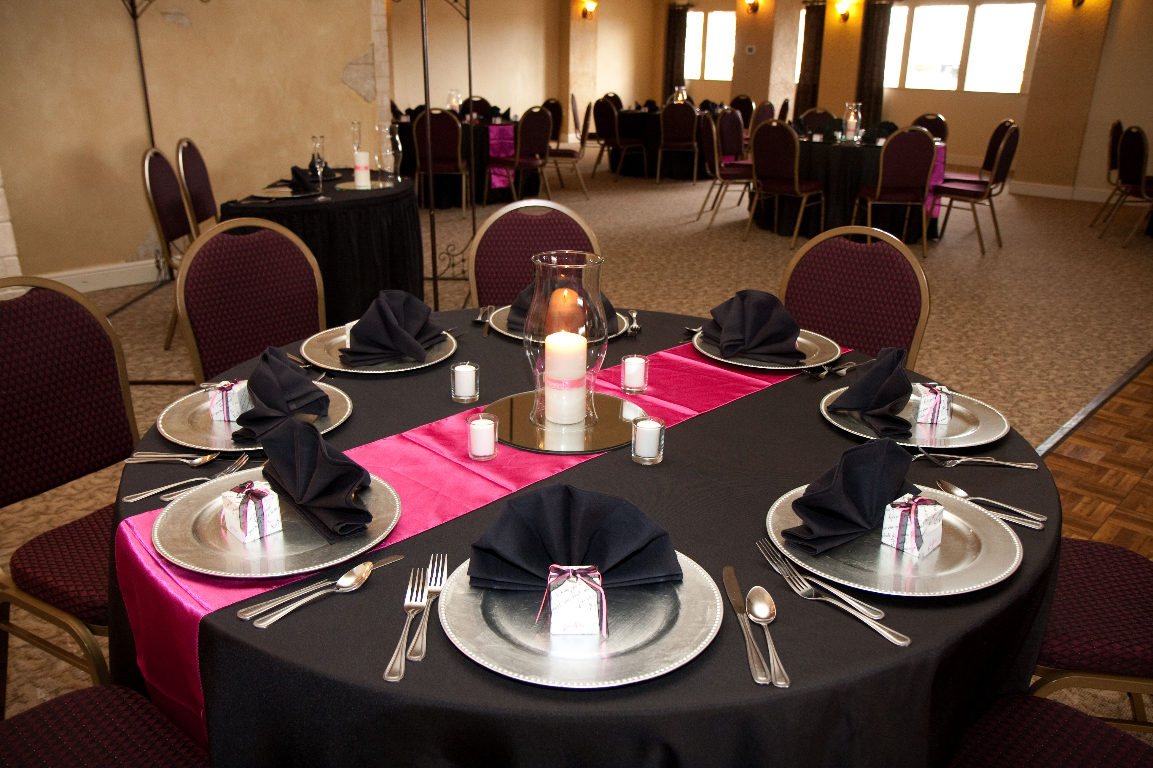 our pink & black table setting | party/scene ideas ...