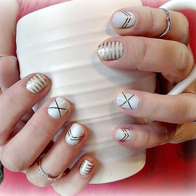 gatsby and metalic gold stripe | Nails | Pinterest | Joyas, Joyería ...