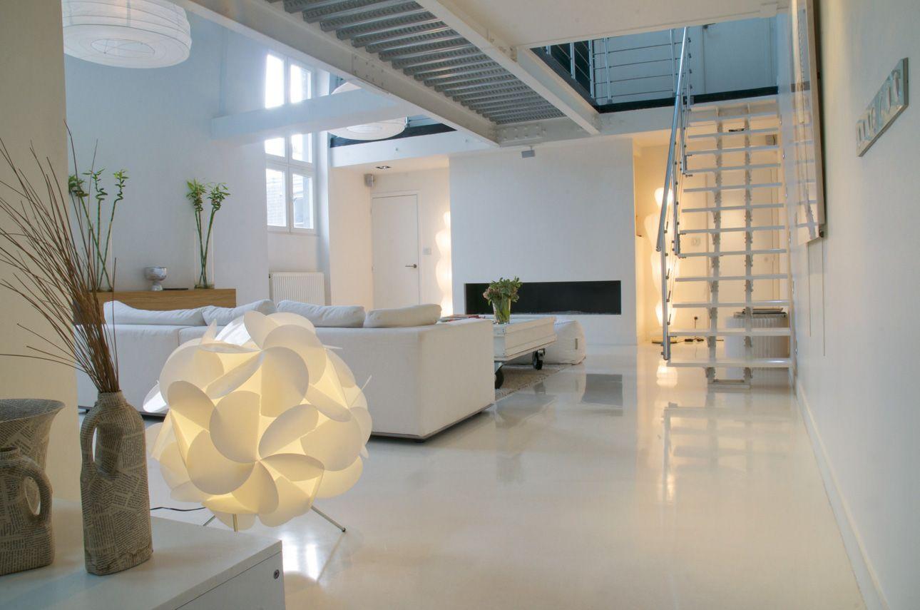 Revetements De Sol Sols Coules Groupe Rocha Certifie Matiere D Exception Resine Sol Idee Deco Interieur Beton Cire Blanc