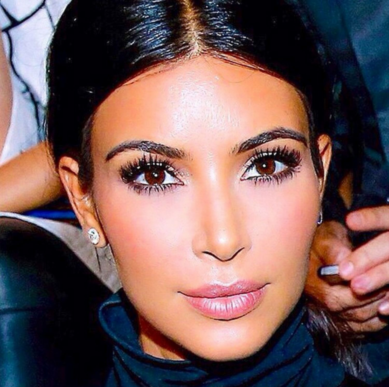 No One Highlights And Contours Kim Kardashian's Face Better Than Her  Longtime Makeup Artist, Mario