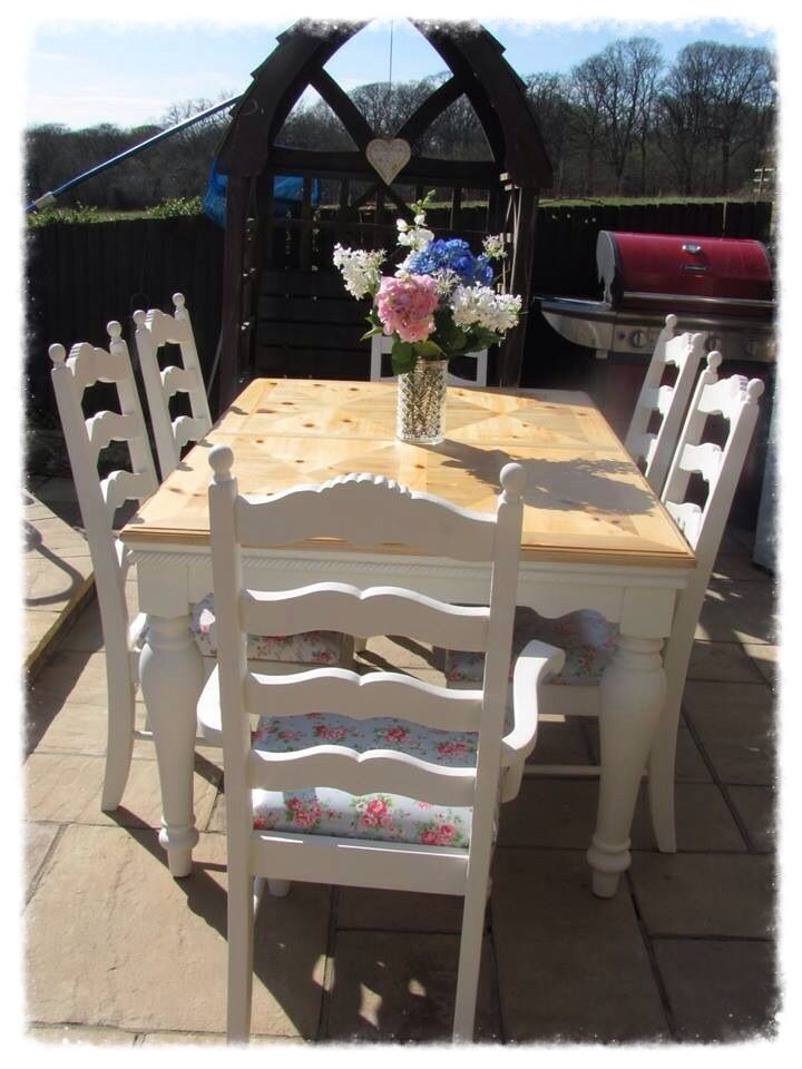 Delightful Solid Pine 6 Seater Table And Chairs Painted