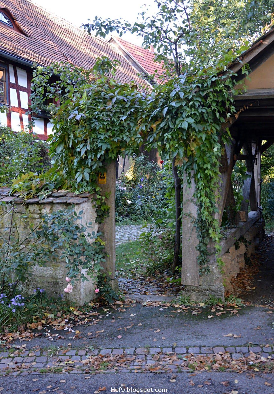 Naturnaher Bauerngarten Naturliche Gartendekoration Uber N Gartenzaun Geschaut Zu Nette Landliches Anwesen Fac Garten Bauernhof Garten Gotischer Garten