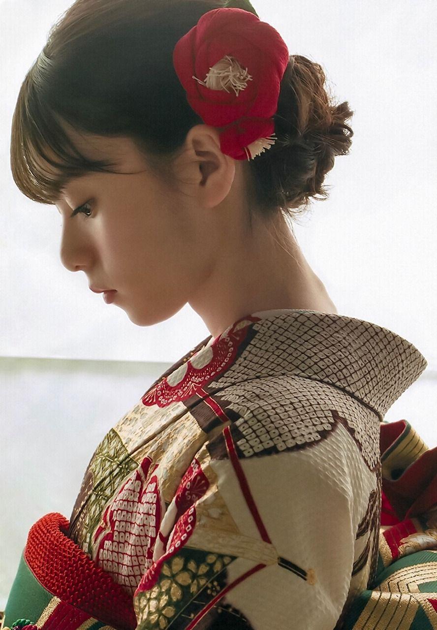 穿著日本和服的小美女😘