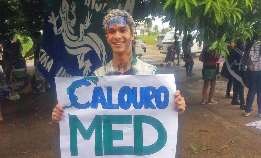 """Alexandre Garcia, comentarista do Jornal DF TV da Rede Globo, nos presenteou com mais uma de suas declarações elitistas e meritocráticas: alegou que a maioria dos estudantes de escolas públicas aprovados na UnB pelo PAS não """"mereceriam"""" estar na universidade"""