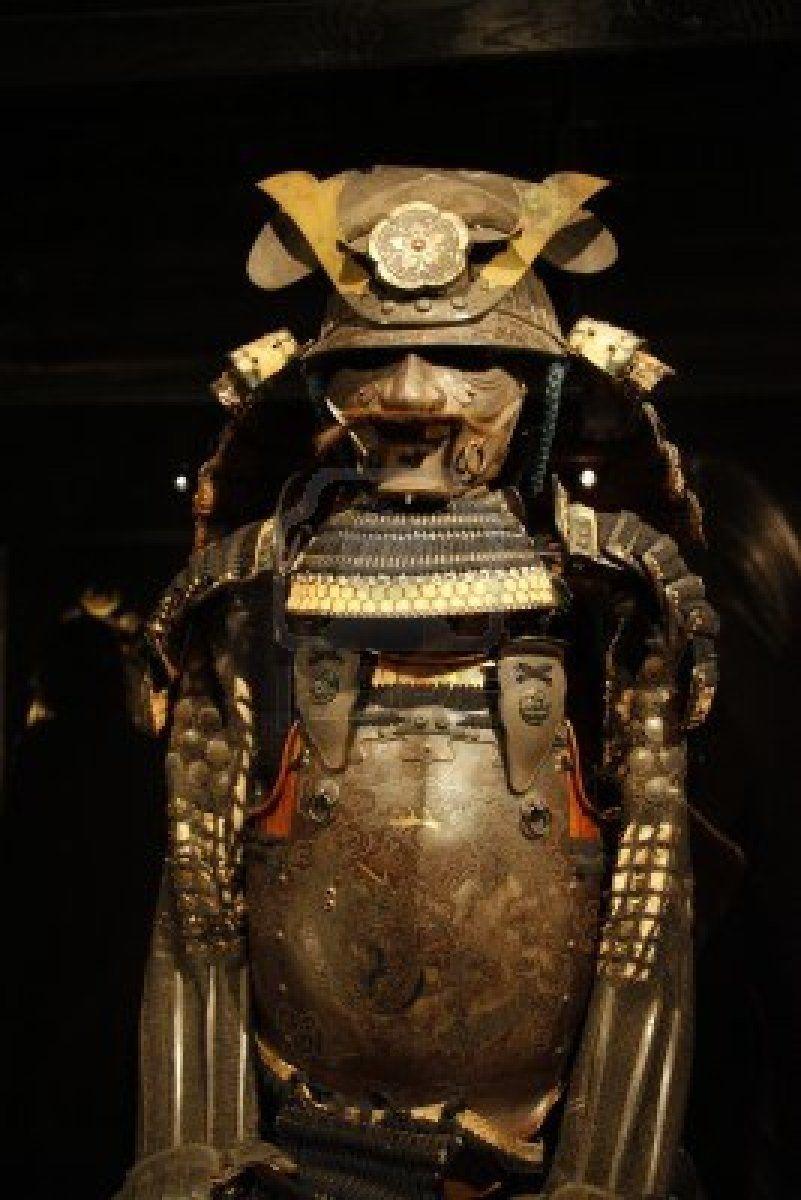 14514306-ancient-samurai-armour-presents-martial-arts-of-japan-moscow-exhibition-art-of-war.jpg (801×1200)