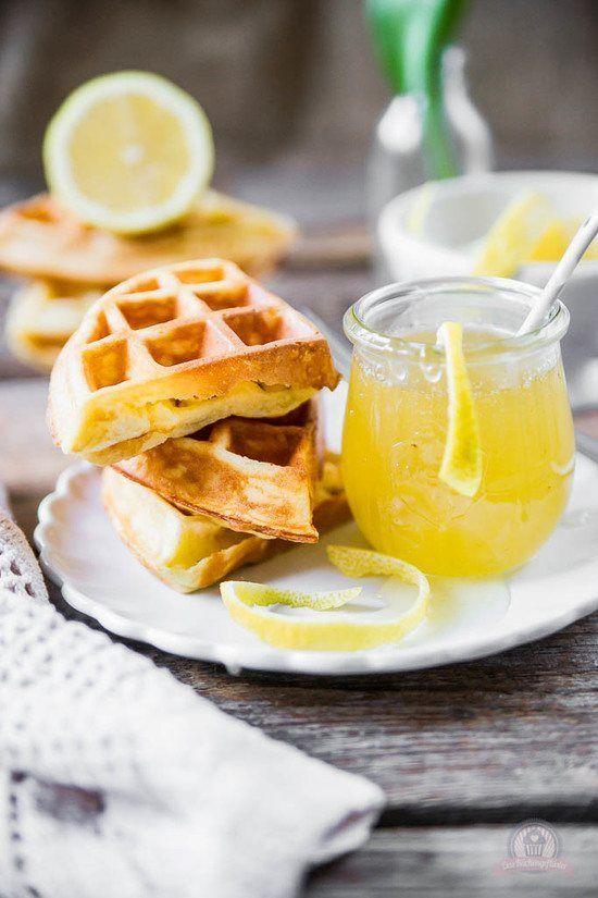 Frischkäse-Waffeln mit Zitronensauce