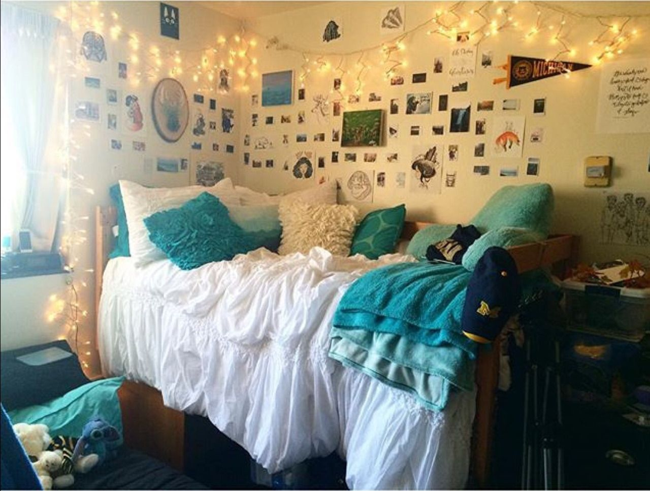 Cool dorm rooms university of michigan south quadrangle for Cool college bedrooms