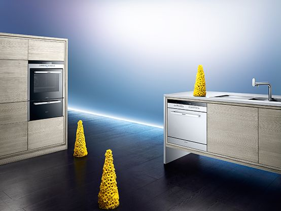 golden kitchen atmosphere with siemens oven and dishwasher