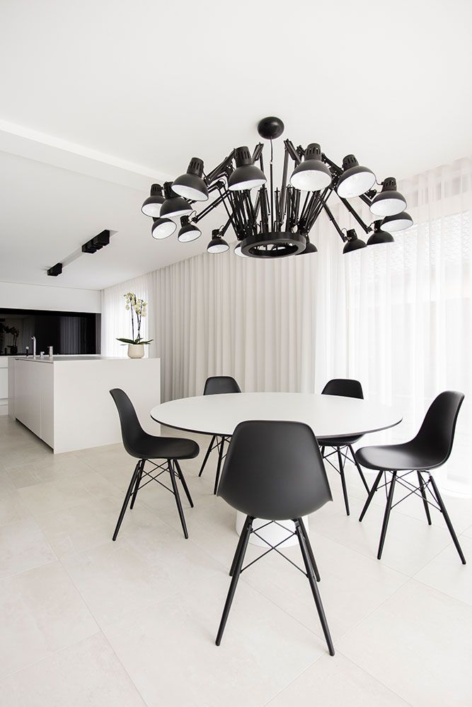white - black - chandelier - kitchen - orchidee - flower - shoot - product - photography - photographer - LUXHOME - Valerie Clarysse