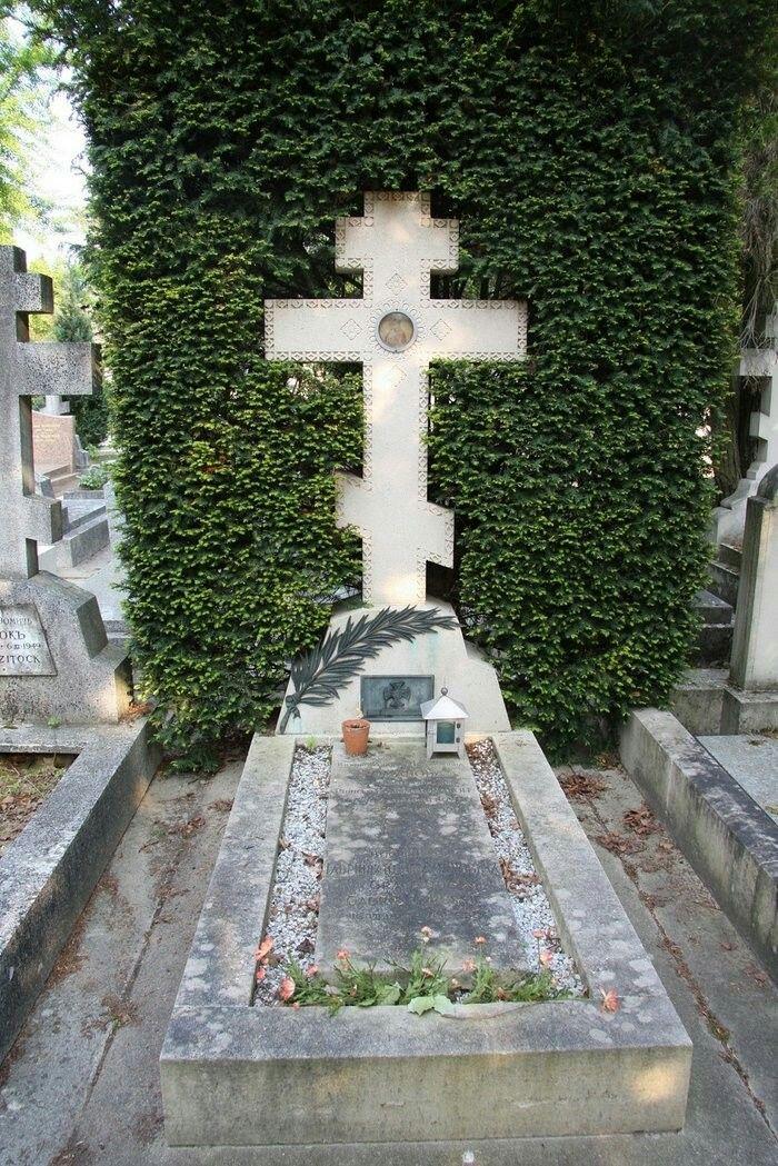 The gravesite of antonina rafailovna nesterovskaya at Piscine de sainte genevieve des bois