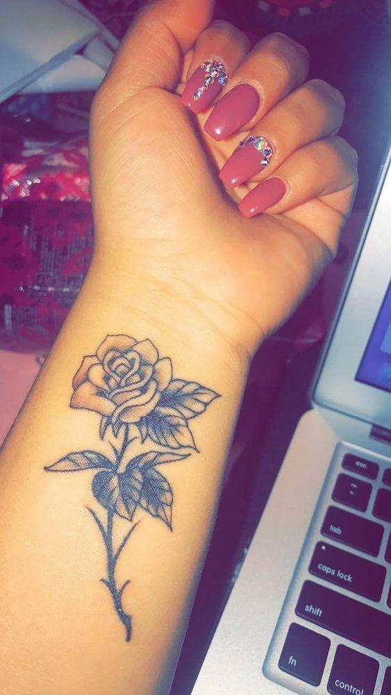 43+ Tatouage femme poignet rose inspirations