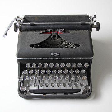 Modish Vintage: Royal Typewriter