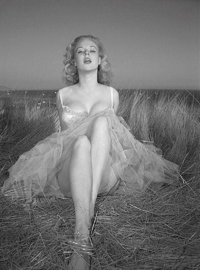 golie-russkie-aktrisi-retro