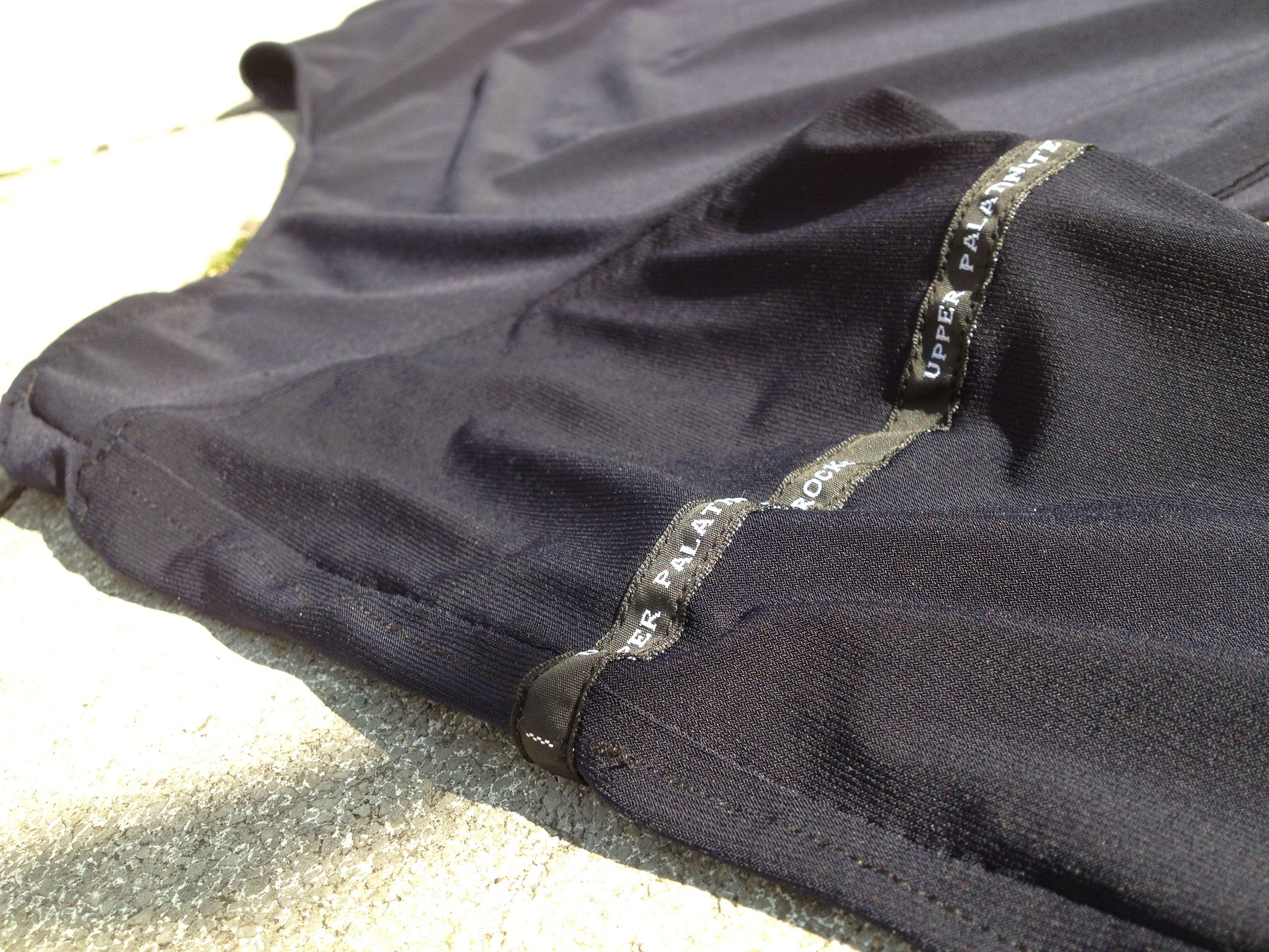 longsleeve blue round label on sleeve