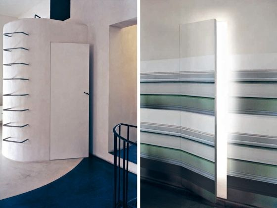 L'invisibile_Curvedleafhingeddoor_wallpaperfinishing_openclosed_Moscow