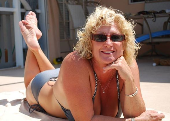 #olderwomen Meet More Mature Single Women, FREE to Join Meet Local Cougars--