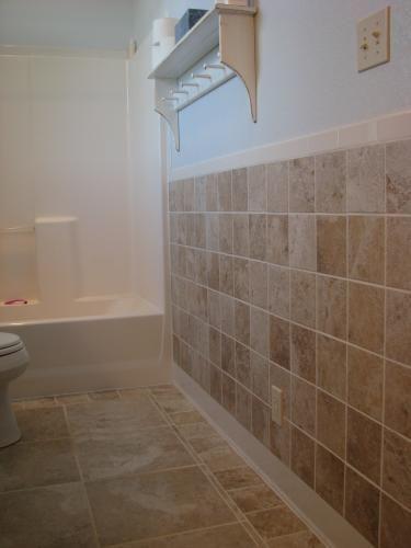 U S Ceramic Tile Bright Snow White 2 In X 6 Surface Cap