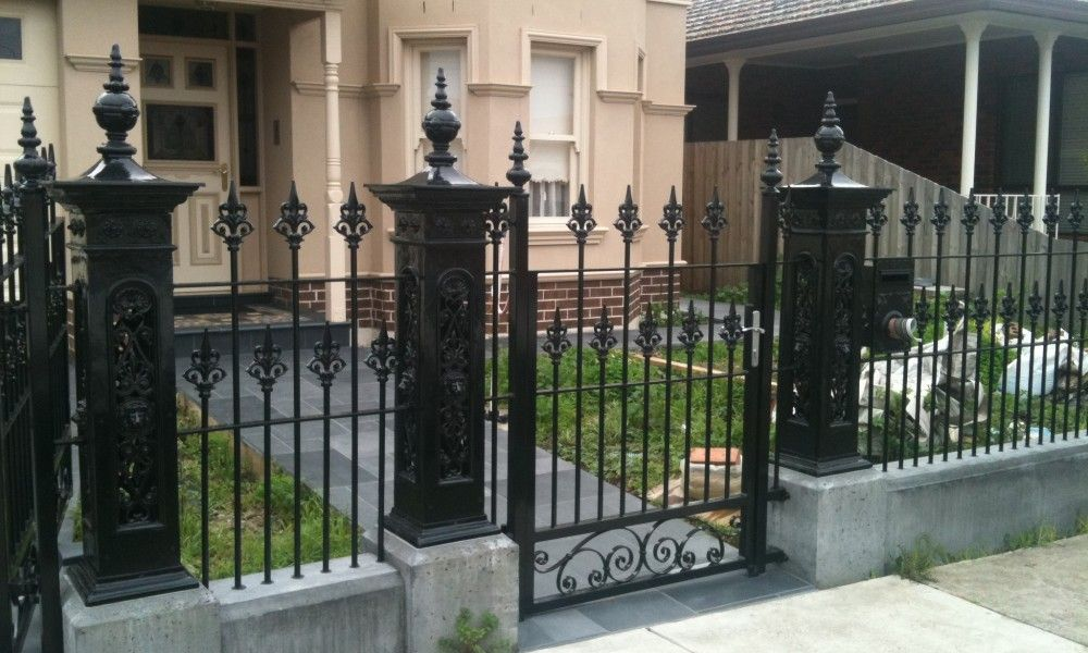 Victorian Iron Fence With Images Iron Fence Wrought Iron