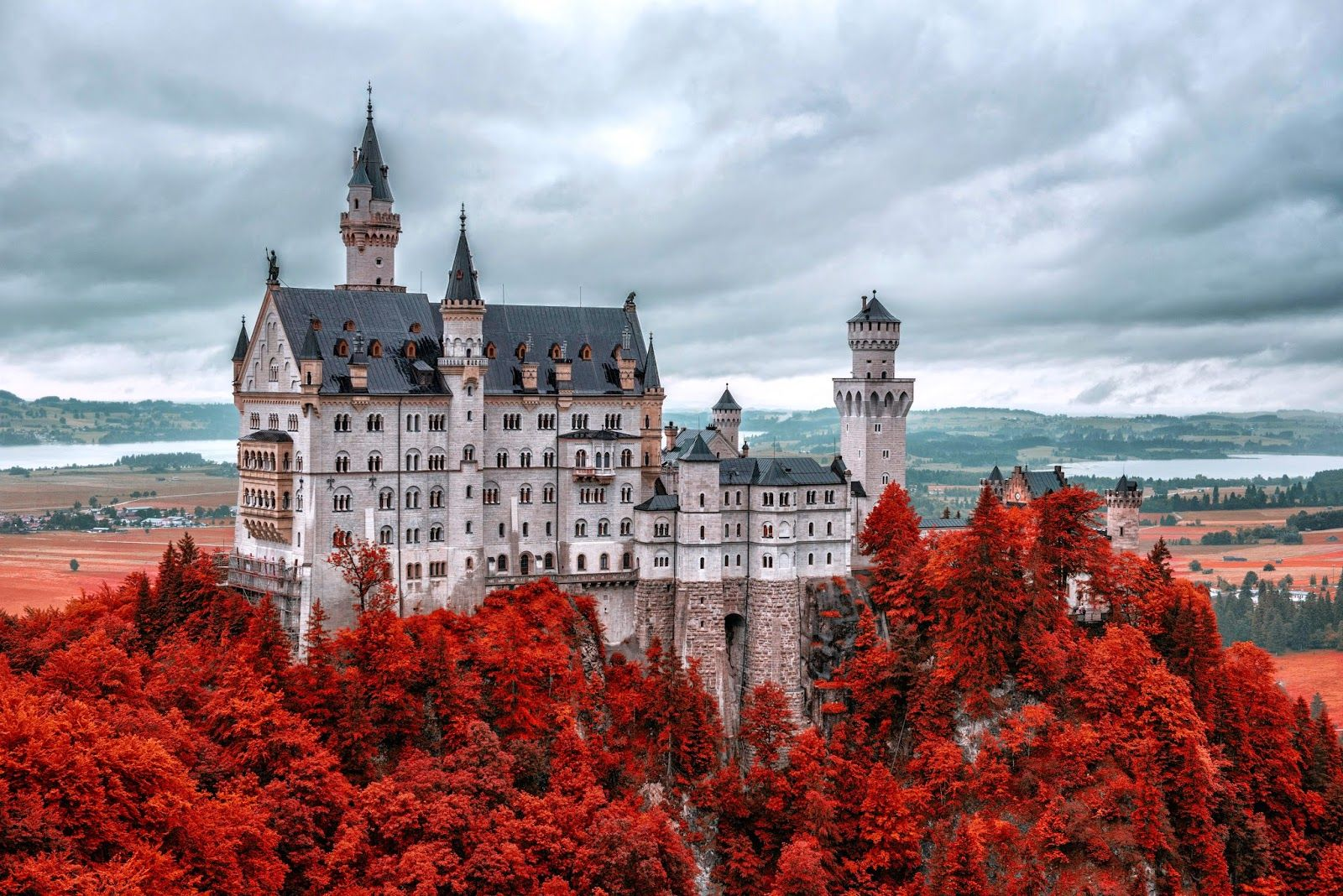 Germany Is Known For Its World Class Castles Sitting High On Mountain Tops With Their Towers And Turrets Reaching Neuschwanstein Castle Germany Castles Castle