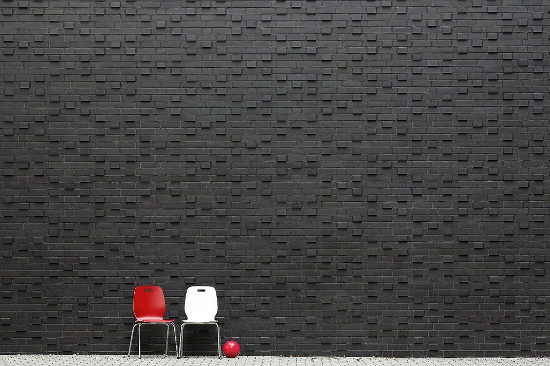 Schwarzer Klinker röben klinker bricks brick design schulmensa louise