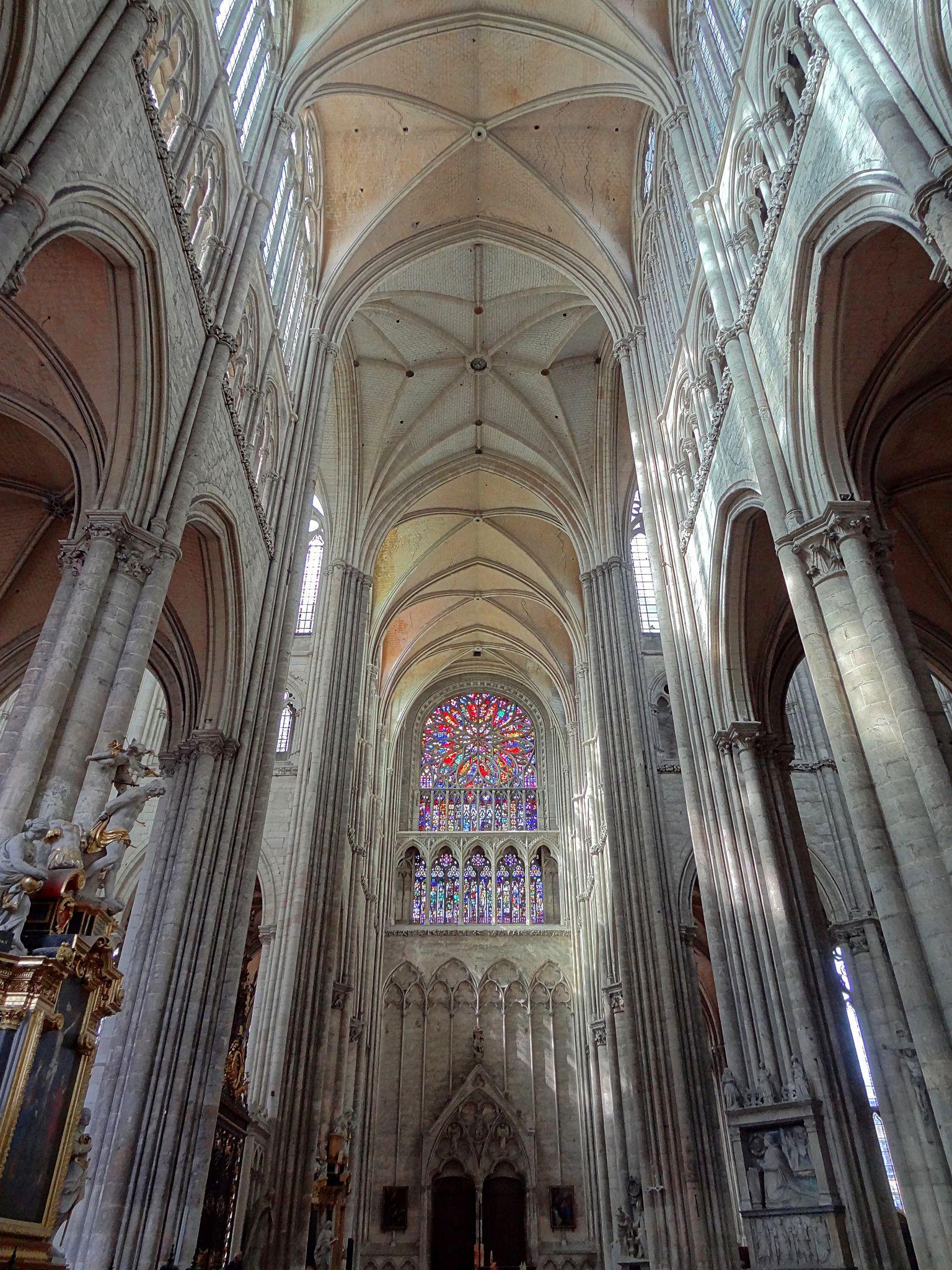 Une vue du transept de la cathédrale
