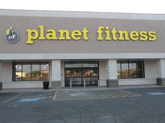 Planet Fitness Health Club On E Market Street In Harrisonburg In The Kroger Shopping Center Kline May Realty Planet Fitness Workout Wellness Fitness Fitness