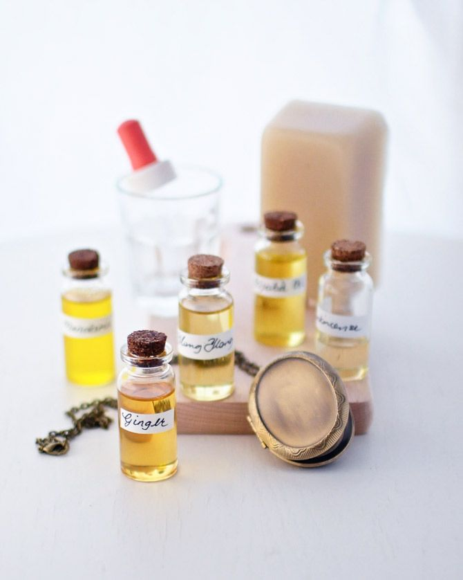 """Valmista hajuveden sijaan mehiläisvahapohjainen kiinteä """"tuoksuvaha"""", johon voit sekoittaa itse valitsemiasi eteerisiä öljyjä!"""