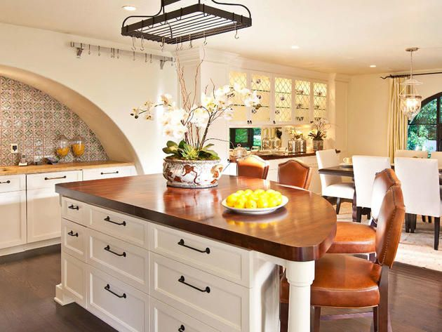 Spanish style kitchen beverly hills calif dream home for Spanish style kitchen backsplash