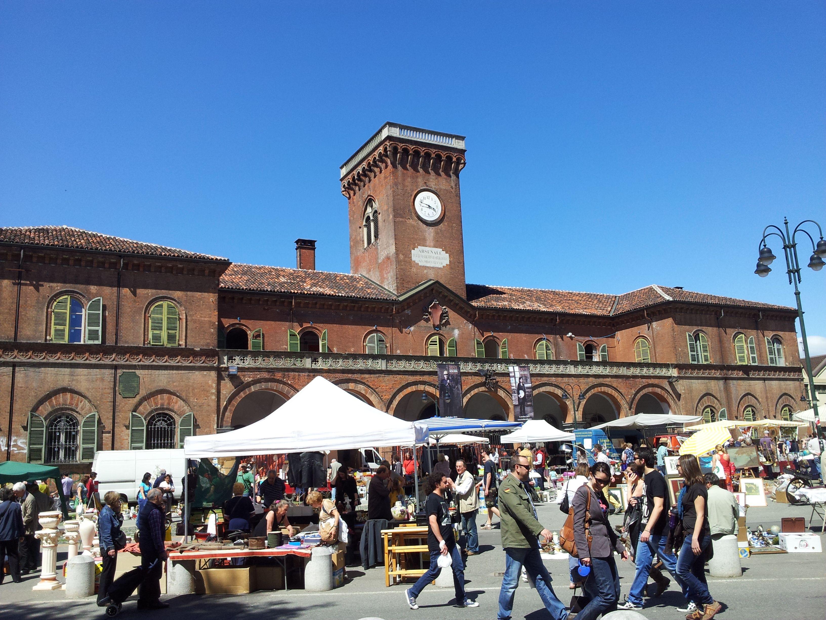 Piazza Borgo Dora il mercato dell antiquariato del Gran Balon ogni seconda domenica