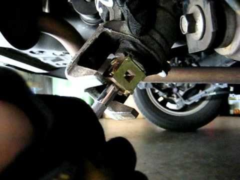 Honda Accord - How To Turn Back Screw-In Type Rear Caliper