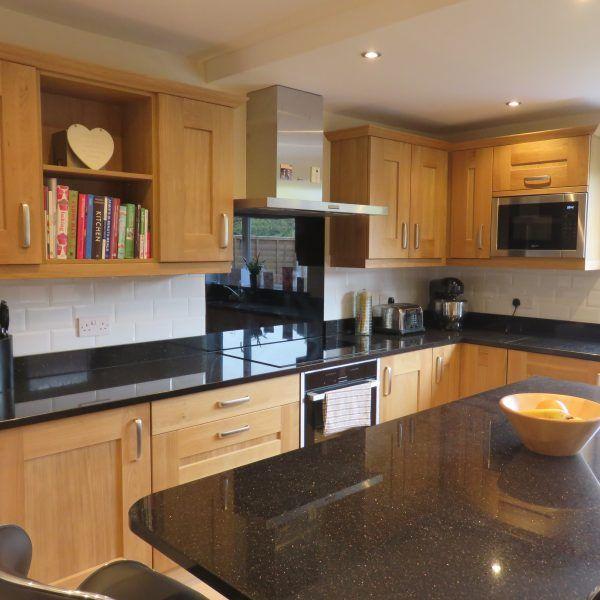 Knotted Oak Kitchen Cabinets: Clonmel Knotty Oak Shaker Kitchen