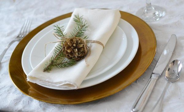 Christmas Crafts Ideas Natural Materials Diy Table Decoration Festive Table Setting Pine Cone Fir Twine Natural Christmas Winter Table Christmas Decorations To Make