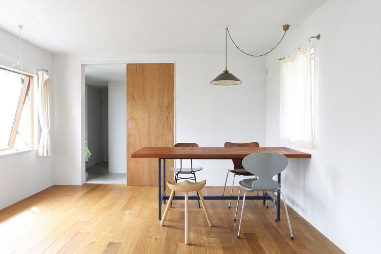 空間がすっきり見えるワケは 壁と床 天井の境目に 巾木 と 廻縁