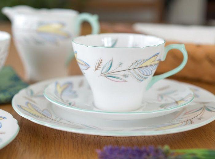 柔らかなパステルカラー    シェリー/Shelley パステルリーフ コーヒーカップ&ソーサー No.2443