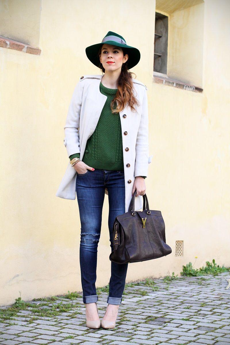 jeans strappati da solo cappotto bianco outfit look streetstyle ispirazione  decollete nude maglione verde irene colzi irene s closet 0654bd566ef