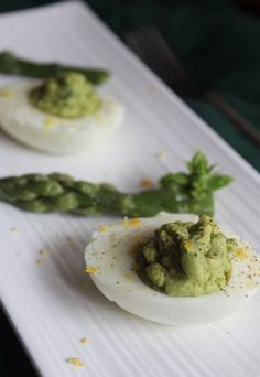 Uova sode ripiene di crema di asparagi