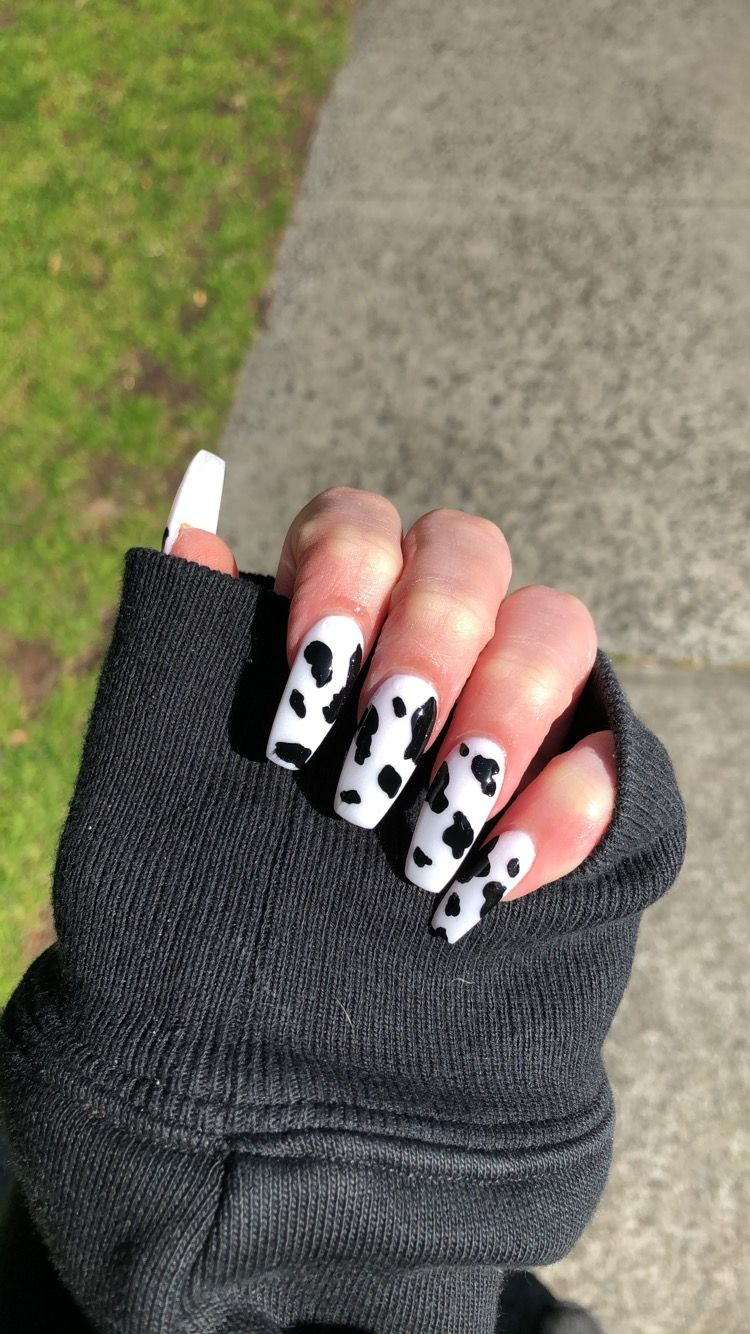 La Mucca In 2020 Cow Nails Pretty Acrylic Nails Edgy Nails