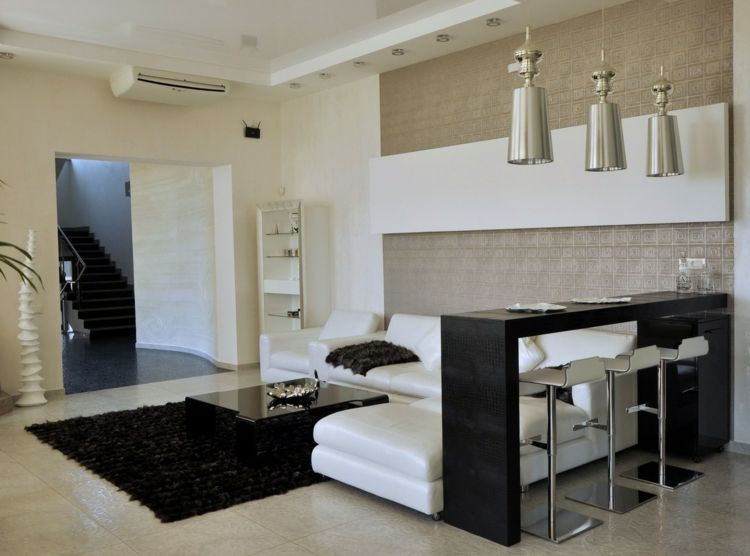 wohnzimmer bar ecksofa-leder-weiß-teppich-couchtisch-hängeleuchten - wohnzimmer design weiss