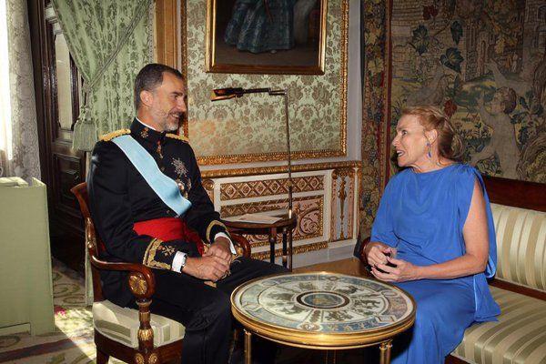 Don Felipe conversa con la nueva embajadora de Australia en España, Virginia Jane Greville Palacio Real de Madrid, 27.07.2015