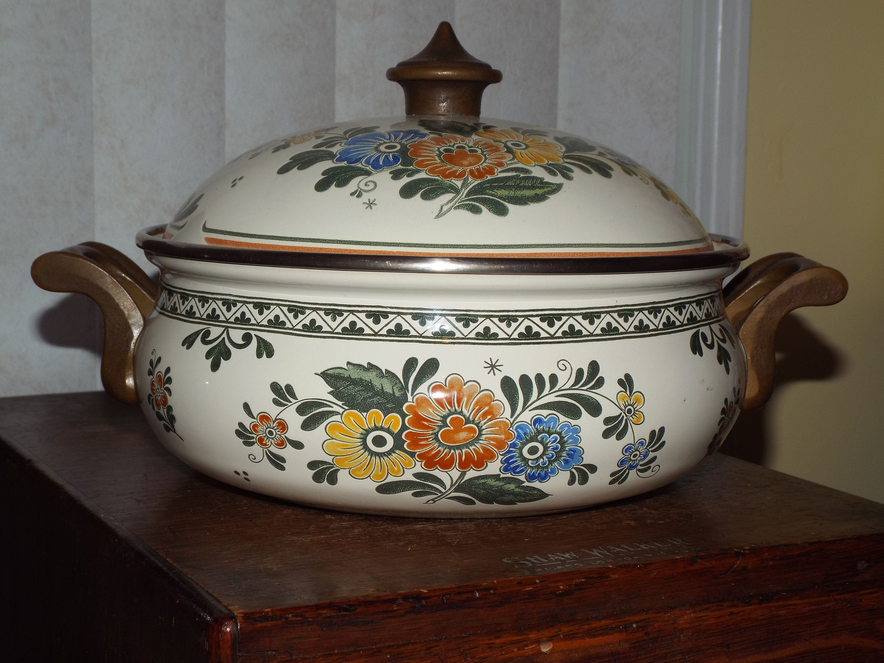 Shabby Deutsch 1970s German Enamel Cookware 1970s Housewares In 2019 My Shabby