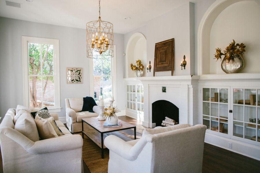 Our Favorite Hgtv Fixer Upper Interior Design Moments Fixer Upper Living Room Joanna Gaines Living Room Home Living Room
